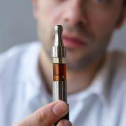Czy na pewno e-papieros jest zdrowszy od zwykłego papierosa